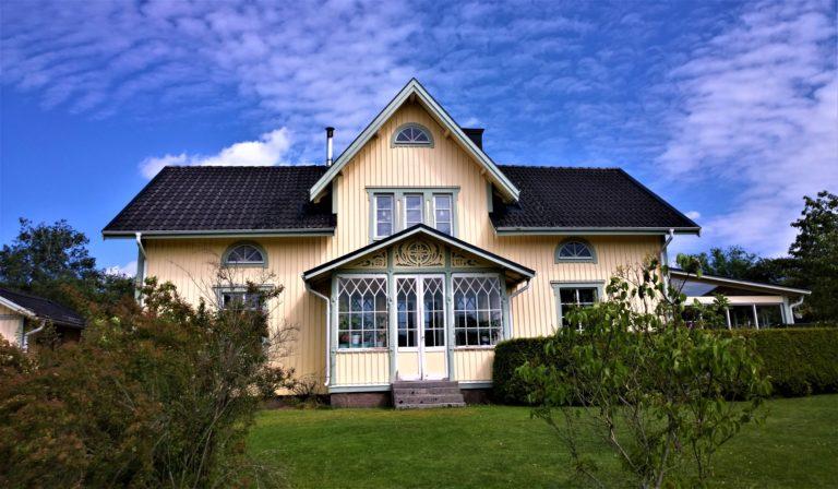 Kevään tullen kattohuolto on ajankohtainen