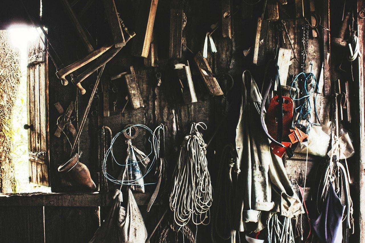 tools-336568_1280-min