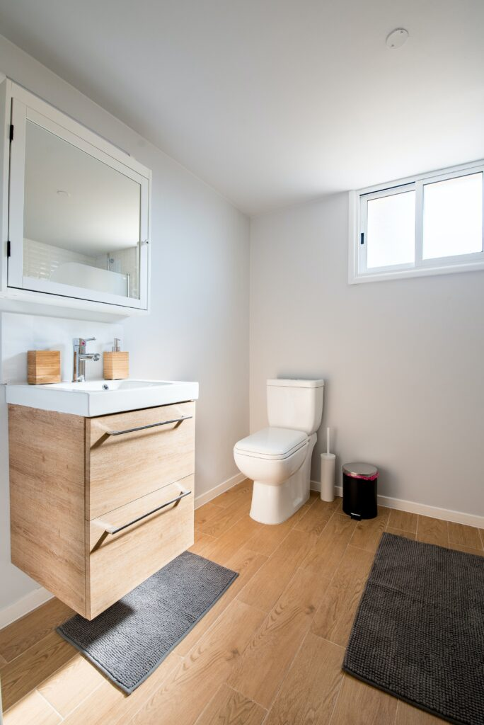 kylpyhuone puu materiaali-min